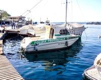 Barche sulla riva del lago Immagini Stock