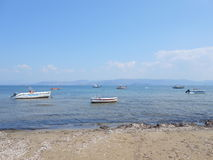 Barche sulla riva di mare Fotografia Stock