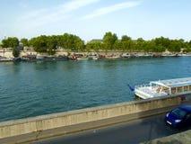 Barche sulla riva il fiume di Sena Fotografia Stock