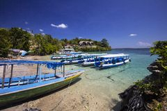Barche sulla riva, Nusa Penida in Indonesia Fotografia Stock