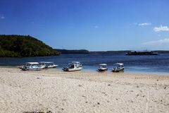 Barche sulla riva, Nusa Penida in Indonesia Fotografia Stock Libera da Diritti