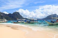 Barche sulla spiaggia del EL Nido, Filippine Immagini Stock Libere da Diritti
