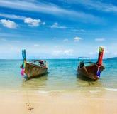 Barche sulla spiaggia di paradiso, Tailandia Fotografia Stock