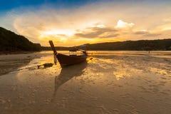 Barche tailandesi tradizionali sulla spiaggia thailand immagine stock