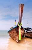 Barche tradizionali del longtail sulla spiaggia di Railay Immagini Stock Libere da Diritti