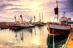Barche tradizionali del pescatore che si trovano nel porto di Husavik Immagine Stock Libera da Diritti