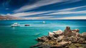 Barche turistiche sul mare Immagini Stock Libere da Diritti