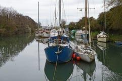 Barche in un canale Immagini Stock