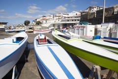 Barche variopinte su un porto Isola di Miguel del sao azores portugal Immagini Stock Libere da Diritti