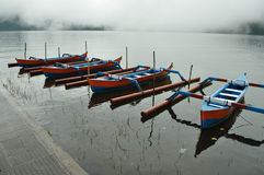 Barche variopinte sul lago Fotografia Stock Libera da Diritti