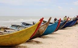 Barche variopinte sulla spiaggia in Vung Tau, Vietnam Immagine Stock Libera da Diritti