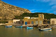 Barche variopinte tradizionali in Gozo immagine stock