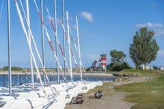 Barche a vela alla riva dell'hamburger Binnensee in Wulfen immagini stock libere da diritti