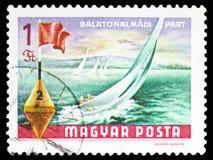Barche a vela a Balatonalmadi, 1968-69) serie del Balaton (, circa 1968 immagini stock libere da diritti