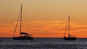 Barche a vela dopo il tramonto Fotografie Stock Libere da Diritti