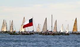 Barche a vela e bandierina cilena Immagini Stock Libere da Diritti