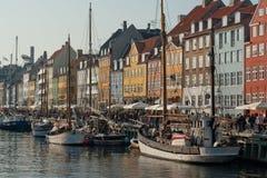 Barche a vela messe in bacino a Copenhaghen Danimarca Fotografia Stock