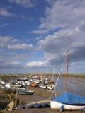 Barche a vela a Morston Quay Norfolk immagine stock libera da diritti