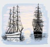 Barche a vela nel mare all'alba Fotografie Stock