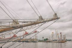 Barche a vela nel porto di Riga fotografia stock