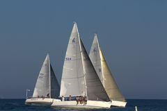 Barche a vela nella corsa bagnata di mercoledì, Santa Barbara, CA Immagine Stock
