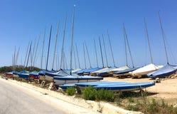 Barche a vela parcheggiate Immagini Stock Libere da Diritti