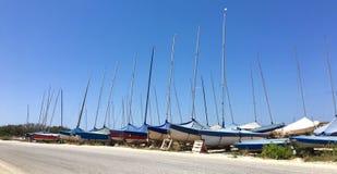 Barche a vela parcheggiate Fotografia Stock