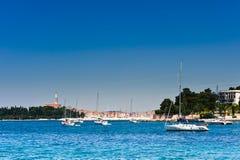 Barche a vela in porto adriatico di Rovinj fotografie stock libere da diritti