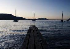 Barche a vela su un lago Fotografia Stock