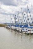 Barche a vela sul lago Immagine Stock