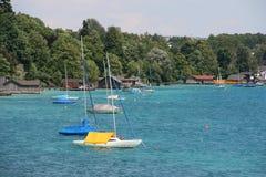 Barche a vela sul lago Fotografie Stock