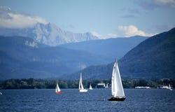Barche a vela sul lago Fotografia Stock Libera da Diritti