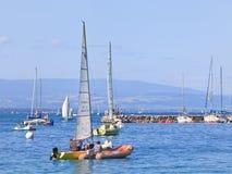 Barche a vela sul lago Lemano, Svizzera Fotografia Stock Libera da Diritti