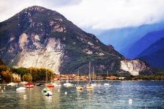 Barche a vela sul lago Maggiore in Italia Fotografie Stock Libere da Diritti