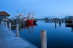 Barche a vela sul lago nel crepuscolo, Zoutkamp Fotografia Stock Libera da Diritti