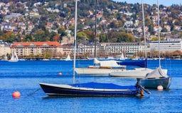 Barche a vela sul lago Zurigo in Svizzera Fotografia Stock Libera da Diritti