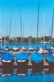 Barche a vela sul pilastro Lago Alster Amburgo, Germania Immagine Stock Libera da Diritti