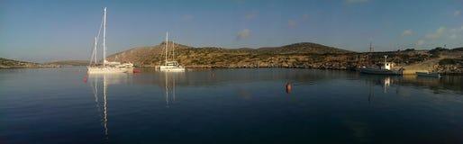 Barche a vela sull'isola di Levitha Fotografia Stock