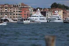 Barche a Venezia, Italia Actv immagini stock libere da diritti