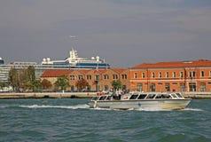 Barche vicino al porto di Venezia, Italia Fotografia Stock