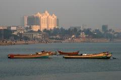 Barche vuote su Chowpatty Fotografie Stock