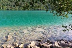 Barcis, Pordenone, Italië een schilderachtige plaats door het meer stock afbeeldingen