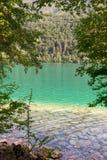 Barcis, Pordenone, Italië een schilderachtige plaats door het meer stock foto