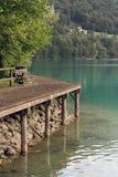 Barcis Pordenone, Italien en härlig bergby på sjön Barcis arkivfoton