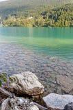 Barcis Pordenone, Italien ett pittoreskt ställe vid sjön royaltyfria bilder