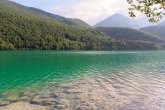 Barcis, Pordenone, Włochy malowniczy miejsce jeziorem obraz royalty free