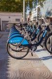 Barclays задействует велосипеды Бориса найма на станции стыковки в Лондоне Великобритании Стоковые Фотографии RF