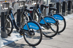 Barclays cyklar för hyra, London, UK Arkivfoton