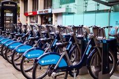 Barclays-de Cyclushuur (BCH) is een openbare fiets delend regeling die op 30 Juli 2010 op touw werd gezet Stock Foto's