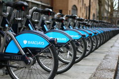 Barclays font un cycle la location Photo stock